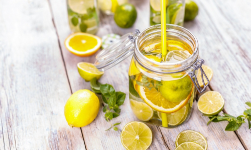 Acqua e limone: una bevanda dalle mille proprietà
