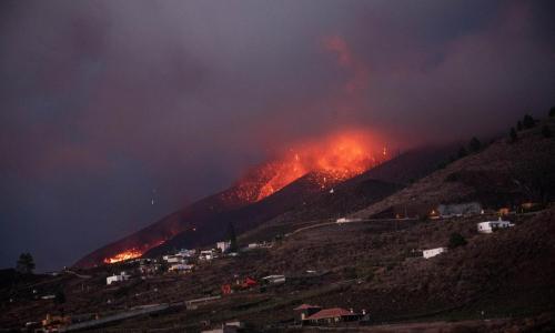 Vulcano Canarie, eruzione da un mese: 2mila edifici distrutti